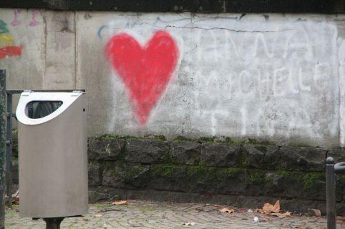 siena,grafiti,kontrastas,širdis,meilė,ilgesys,romantika,Šiukšlių dėžė