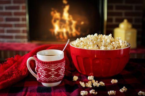 šiltas ir jaukus,žiema,kukurūzai,kava,gaisras židiniu,jaukus,šiltas,namai,Kalėdos,šaltas,Ugnis,židinys,taurė,komfortas,gruodžio mėn .,interjeras,patogus,puodelis