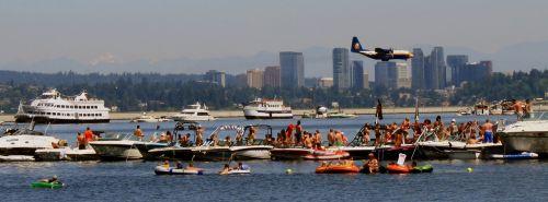Vašingtono ežeras,valtys,Seattle,Vašingtonas,oro šou,mėlyni angelai,riebalinis albertas,lėktuvas,demonstracija,vanduo,Šiaurės vakarai,poilsis,kariuomenė,valtys,auditorija,jachtos,keltų valtys,keltai,skraidantis,lėktuvas,karinis jūrų laivynas,c-130 hercules,kroviniai,turbopropas,prop,propeleris,aviacija