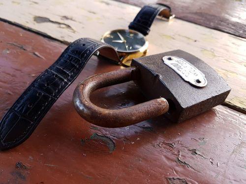 žiūrėti,laikas,mechanizmas,vyriški laikrodžiai,mechanika,laiko matavimas,žiūrėti laiką,auksiniai laikrodžiai,analogas,laikrodis skydas,Praėjęs laikas