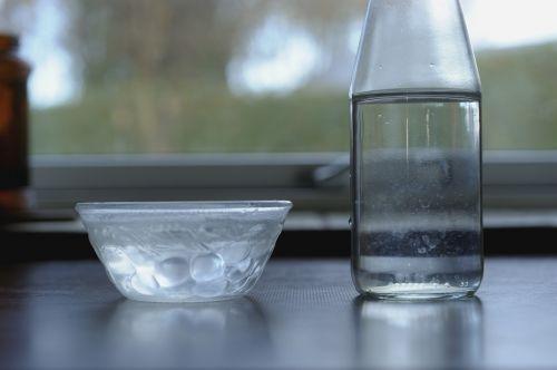 Vanduo, Dalijimasis, Lašas, Dubuo Ir Butelis, Vanduo Ant Stalo, Geriamas Vanduo, H2O