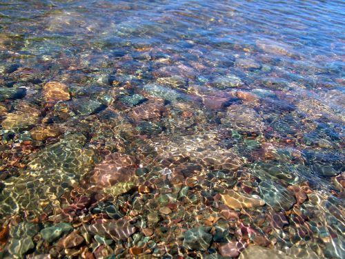 vanduo,skaidrus vanduo,ežeras,gamta,šaltas,ežeras Телецкое,skaidrus,atspindys,spalvoti akmenys,kelionė,Siberija,kalnų altai