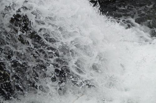 vanduo,švirkšti,krioklys,Uždaryti,lašelinė,rėkti,putos,purkšti,vandens funkcija,vandens purslai,riaumojimas,putojantis,burbulas,skystas,vandens masė,judėjimas