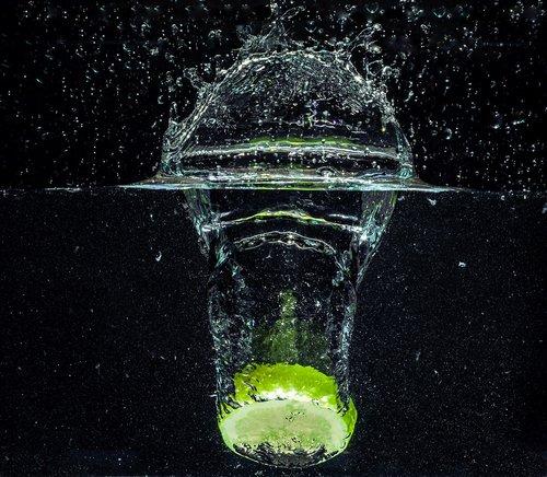 vandens, kalkių, citrinos, žalias, rūgštus, atgaiva, vaisių, Citrusinis vaisius, vaisiai, sveiki, mineralinis vanduo, pūslelės, splash, troškulys, gerti, oro burbuliukų