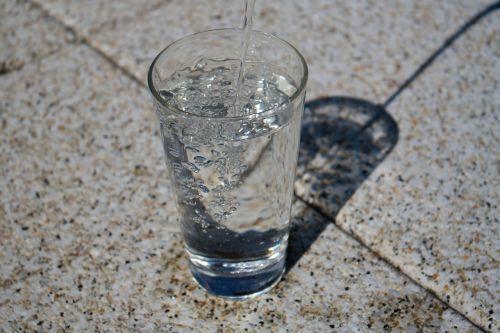vanduo, stiklas, skystas, gerti, aišku, lašelinė, oro burbuliukai, vandens burbuliukai, šlapias, lašas vandens
