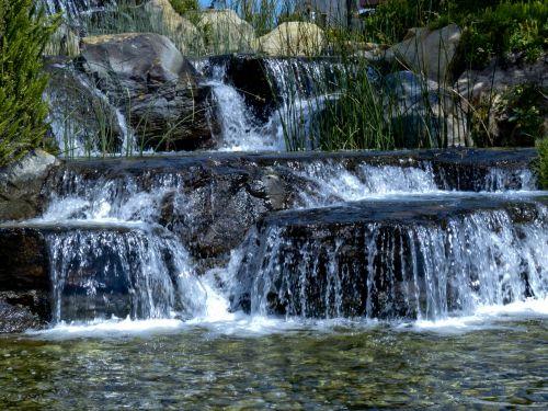 krioklys, dirbtinis, vanduo, akmenys, tekantis vanduo, srautas, žmogus & nbsp, pagamintas, vanduo, tekantis virš akmenų