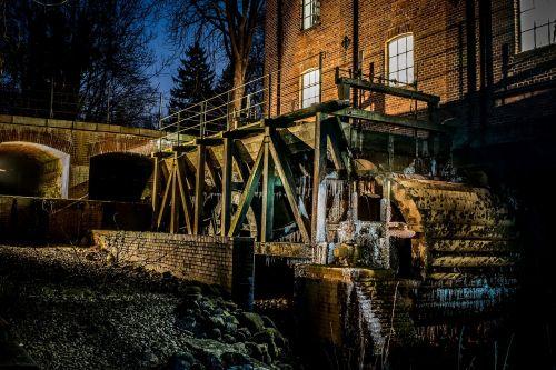 vandens malūnas,senas,vandens ratas,malimo ratas,Bachas,rotacija,Barmstedto miestas,mėlyna valanda,varveklių,vandens galia,pasukti,malūnas,vanduo,pastatas,ratas,istoriškai,krückau