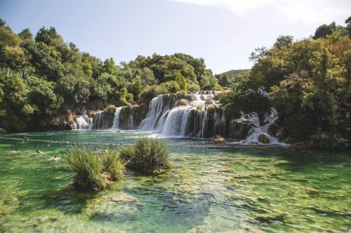 krioklys,parkas,gamta,vanduo,kraštovaizdis,kelionė,vandens parkas,upė,natūralus,kaskados,žalias,turizmas,peizažas,Nacionalinis parkas,lauke,džiunglės,vasara,vaizdingas,ežeras,rojus,plaukti,krka,kroatija