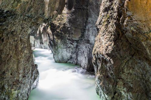 vandenys,gamta,Rokas,upė,kelionė,kalnas,šlapias,krioklys,aplinka,kraštovaizdis,turizmas,atradimo kelionė,urvas,Clam,grote,nuotykis,vanduo,senas,urvas įėjimas,įvestis,gauja,vartai,akmenys,slėptuvės,sergantis,tuščiaviduris,upės urvas