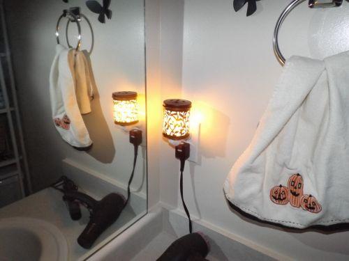 vaškas & nbsp, šviesa, vaškas, šviesa, įjungtas & nbsp, kištukas, prijungtas, in, vonia, veidrodis, vaško šviesa