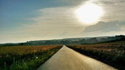 kelias,kelias,laukas,saulė,panorama,kaimas,takas,greitkelis,vasara,atsipalaidavimas