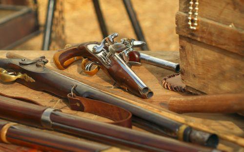 ginklai,pistoletas,bagažinė,piratai
