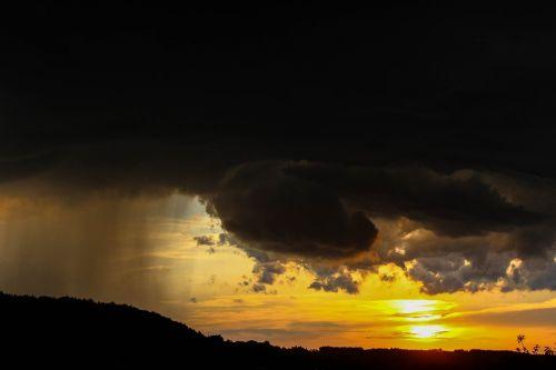 oras,nuotaika,saulėlydis,lietus,debesys,dangus,saulė,atmosfera,griauna,niūrus,lietaus debesys,atmosfera,gamta,lietaus priekis,dramos,natūralus spektaklis,audros debesys