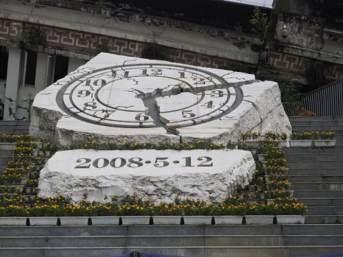 Wenchuano žemės drebėjimas,xuan vidurinė mokykla,sunkus kelias,liūdnas