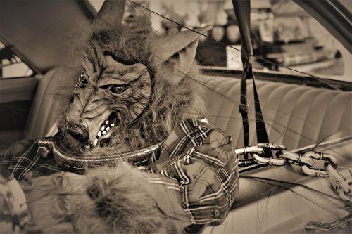 vilkolakis,lycanthrope,grandinės,monstras,padaras,grandinė,fantazija,Halloween,siaubas,baugus,baisu,Spalio mėn,velnias,apdaila,creepy,siluetas,gotika,baimė,sepija,košmaras,keistas,folkloras,bijoti,legenda,kostiumas,mįslingas,mistinis,karnavalas,maskaradas,pokštas arba saldainis,kamienas arba gydyti,Halloween festivalis,Halloween šventė,Helovyno vakarėlis,Halloween dekoras,Halloween dekoravimas,mirusiųjų diena,sepija tonas,sepija vaizdas,Naujasis Meksikas,prakeiksmas,formos vedlys,žmogus-vilkas,mitas,gintaro avalona
