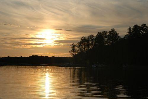 vakaruose,gamta,vasara,saulė,saulėlydis,dangus,debesys,jūra,kruizas,buriavimas,burės,vanduo,ežeras,masurija,medis vandenyje