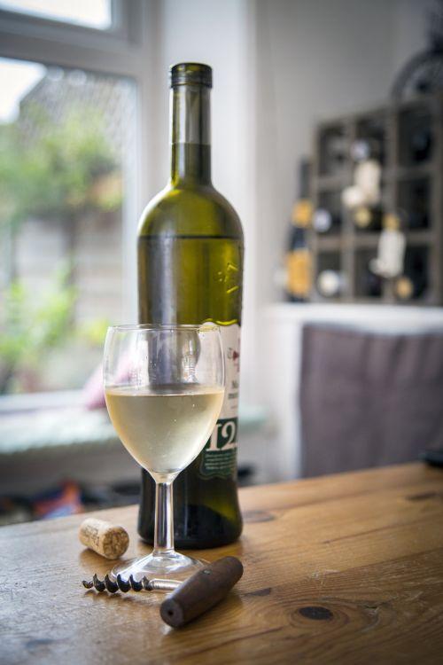 vynas, gerti & nbsp, stiklo, vynmedis & nbsp, - & nbsp, augalas, balta & nbsp, spalva, raudona, vynuogynas, stiklas & nbsp, - & nbsp, medžiaga, sūris, degustacija, vyno taurė, duona, Iš arti, Vynuogė, vynas & nbsp, butelis, keptas & nbsp, pyragaitis & nbsp, elementas, šalis & nbsp, - & nbsp, socialinis įvykis, saulėlydis, alkoholis, alkoholis & nbsp, piktnaudžiavimas, fonas, baguette, butelis, baltas vynas