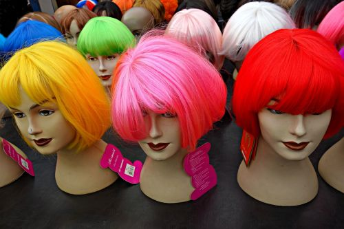 perukas,plaukai,lėlės,šukuosenos,mada,moterys,grožio plaukai,fluorescencinė spalva,raudoni plaukai,žali plaukai,rožiniai plaukai,geltoni plaukai,glamoras,turgus