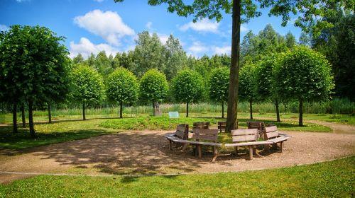 Vilhelminabas,kwf,stendas,medžiai,memorialinė vieta,žalias,medis,kraštovaizdis,vaikščiojimo takas,vasara,mėlynas dangus