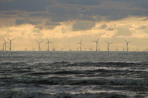 vėjo parkas,pinwheel,vėjo energija,vėjo energija,ekologinė elektros energija,atsinaujinanti energija,jūra,Šiaurės jūra,debesys,platus,atviroje jūroje