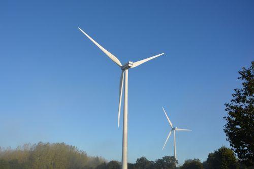 vėjo turbinos,aikštelių vėjo turbinos,atsinaujinanti energija,vėjo energija,elektra,atsinaujinanti,aplinka,elektros energija,naujos energijos,tvari plėtra,taikus,vėjas,energija,balta,sparnai,svetainė,šiuolaikiška forma