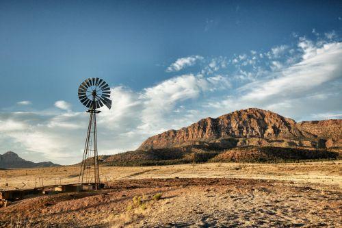 uolos, dykuma, atstumas, sausas, karštas, žemė, kalnai, galia, nuosavybė, ranča, ranch & nbsp, žemė, pietvakarius, vanduo, laistyti & nbsp, skylę, gerai, vėjo & nbsp, malūnas, vėjo jėga, vėjo malūnas, vėjo malūnas per dykumos rančą