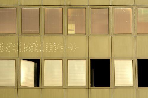 langas,senas,pastatas,retro,žalias,vakaras,saulėlydis,fasadas,namo fasadas,pastato fasadas,antraštė,kontrastas,spalvotas žaidimas