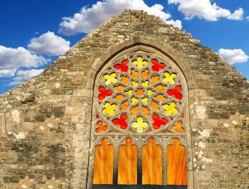 langas,spalvinga,raudona,stiklas,spalvingas stiklas,architektūra,spalva,skaidrus,fasadas,krikščionybė,istoriškai,religija,dažytos,senas langas,bažnyčios langas,spalvingas langas,rėmas,akmuo,siena,dangus,vitražas