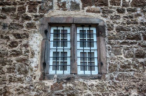 langas,senas,uždaryta,senas langas,fasadas,istoriškai,architektūra,siena,Hauswand,pastatas,Viduramžiai,senas pastatas,grotelės,senas namas,mūra,akmeninė siena,akmuo,tvirtovė,senoji mūra,senas plytų sienas,akmenys,natūralus akmuo,stiklas