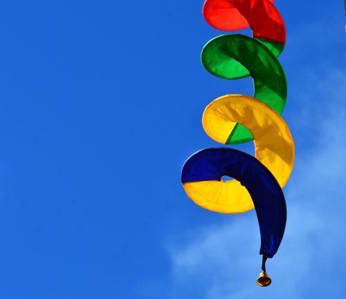 windspiel,spalvinga,spiralė,pasukti,vėjas,spalva,erdvus,farbenspiel,judėjimas,gartendeko,linksmas,sodas,sodo apdaila,lengvumas,oras,Lengvai,dekoratyvinis,deko,rotacija,dinamika,judėti,šviesus