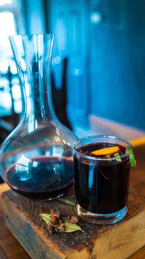 vynas,keptas vynas,žiemos kokteilis,šiltas kokteilis,kokteilis,mulled,karštas,alkoholis,žiema,gerti,xmas,Punch,Kalėdos,anīsas,cinamonas,prieskoniai,tradicinis