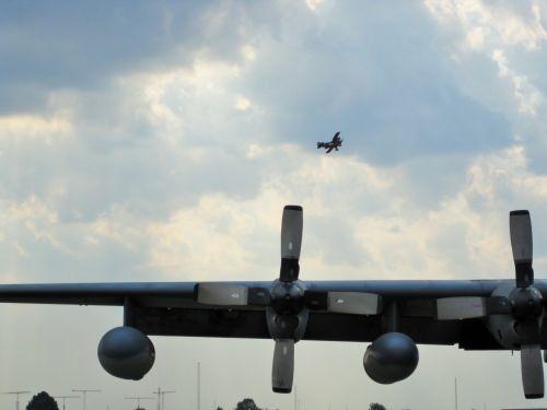 oro šou, orlaivis, fiksuotas & nbsp, sparnas, kariuomenė, sparnas, c-130, C-130 sparnas oro parodoje