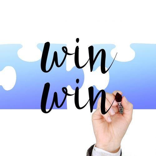 nugalėtojas,sėkmė,ranka,palikti,žymeklis,strategija,dviguba pergalė,interesų pusiausvyra,vienas kitą,pelnas,abu,nauda,kompensacija,koncepcija,laimėti laimėti,sėkmingas,spektaklis,verslo sėkmė,nevykėlis