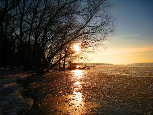 žiema,užšalęs ežeras,ledas,saulėlydžio žiema,ledo danga,žiemos magija,havel eingegfroren,Havel,Wannsee užšaldytas,sušaldyta havel,šaltis,sušaldyta,sniegas