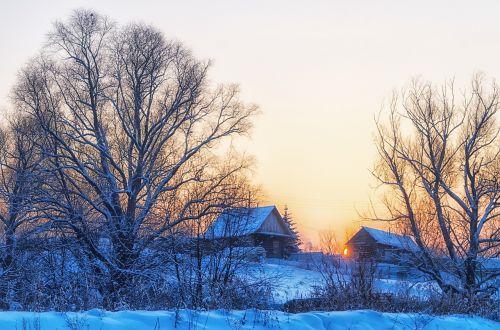 žiema,kaimas,saulėlydis,sniegas,Rusija,namelis,kraštovaizdis,šaltis,šaltas,medis,rusų kaimas,kaimas,šaltai,žiemos saulė,aplinka,griuvėsiai