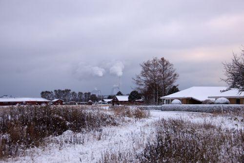 žiemos peizažas,žiema,sniegas,dūmai,namai,eng,denmark,balta,šaltis,ledai,krūmas,debesys,dangus