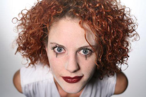moteris,galva,veidas,makiažas,klounas,makiažas,garbanotas,makiažas,raudoni plaukai,spooked,rausvai