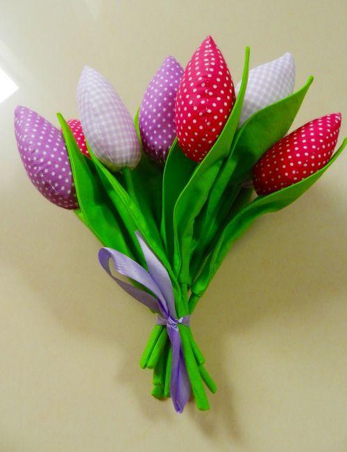 moteris,tulpės,amatai,gėlės,puokštė,jubiliejinė puokštė,gėlių puokštė,apdaila,jos gėlės,kompozicija,gėlės tau,dirbtinės gėlės,natiurmortas