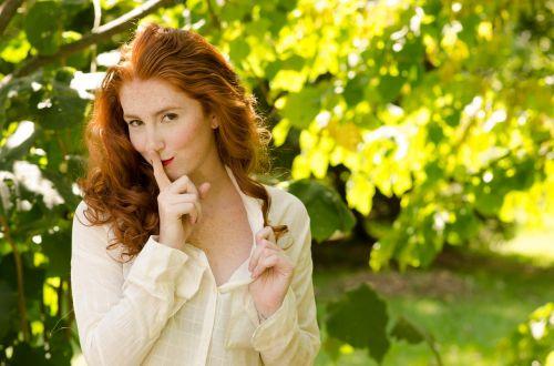 moteris,raudona galva,gamta,raudona,plaukai,Moteris,veidas,portretas,jaunas,modelis,lūpos,mielas,raudona,oda,moterys
