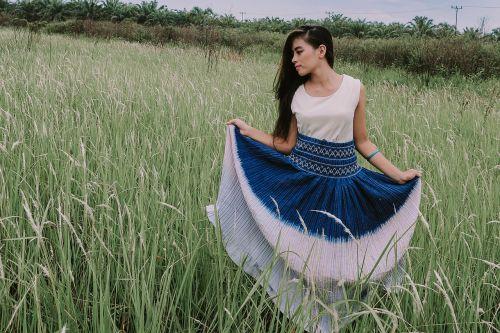 Indonezijos moterys,žmonės,modelis,foto modelis,jaunas,suknelė,ilgi plaukai,miškas,moteriškos suknelės,moterys,mergaitė