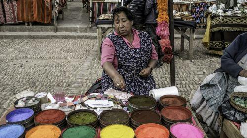 moteris,pardavėjas,pardavėjas,turgus,dažų pardavėjas,spalvinga,milteliai,Peru