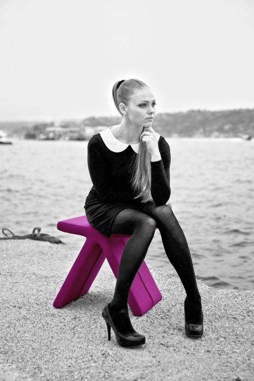 moteris, modelis, Moteris, mergaitė, jaunas, 60s, retro, vintage, juoda, balta, vienspalvis, sėdi, rožinis, aksomas, kėdė, sėdynė, išmatos, papludimys, Laisvas, viešasis & nbsp, domenas, moteris modelis 60s stilius