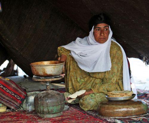 moterys,žmonės,valgymas,vakarienė,žmonės valgo,sveiki žmonės,gyvenimo būdas,Moteris,maistas