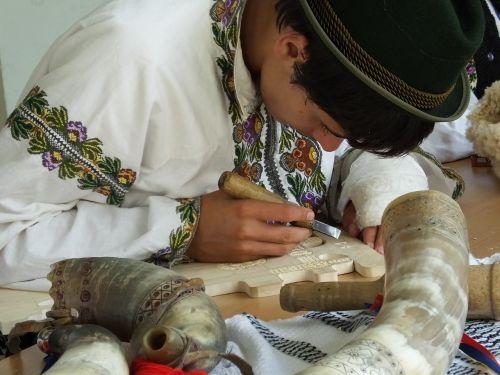 mediena,drožyba,romėnų tradicijos,kultūra,apdaila,kaimas,rankų darbo,rankų darbo,skulptūra