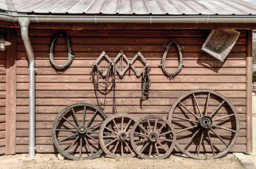 mediena,vežimo ratas,ratas,medinis ratas,senas,stipinai,senas vagono ratas,Senovinis,ratai,Žemdirbystė,nostalgija,apdaila,mediniai ratukai,seni ratai,senovės laikai,išdrįsti,koncentratorius,vežimėlio ratas,senas medinis ratas,priekinė plokštė,nostalgiškas,istoriškai,transportas,transporto priemonė,Viduramžiai,krepšelis,medinis krepšelis,rusted,vagonas