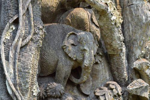 medžio drožinėjimas,dramblio drožyba,tikmedžio mediena,drožyba,Chiang Mai,Tailandas