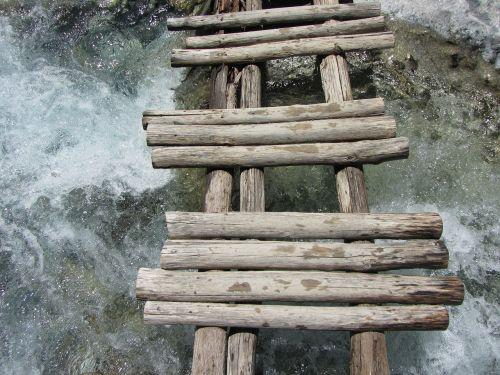 medinis tiltas,Samaria Gorge,kretos sala,Graikija,upė,upelis,vanduo,praėjimas,kirsti,pavojus,pavojingas