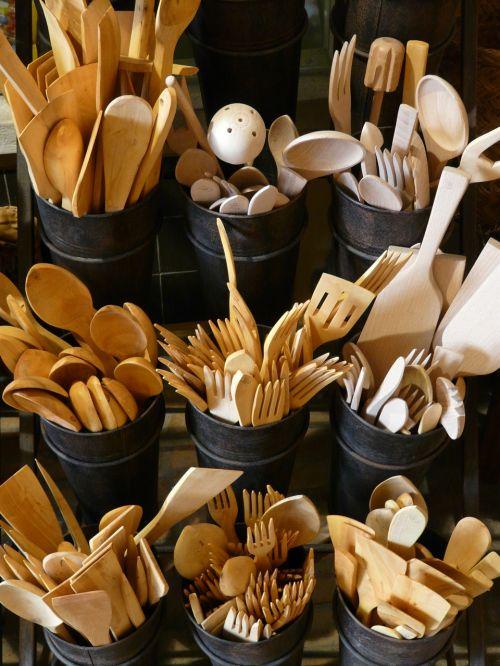mediniai pjovimo įrankiai,stalo įrankiai,mediena,peilis,šakutė,šaukštas,virtuvės stalo įrankiai,virtuvė,skreperis,medinis šaukštas,medinis šakutė,medienos skersmuo