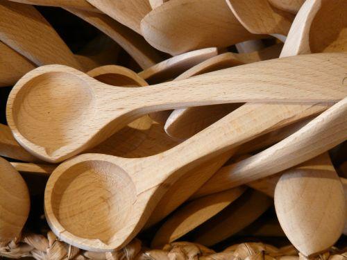 medinis šaukštas,mentele,kūrėjas,šakutės,mediniai pjovimo įrankiai,stalo įrankiai,mediena,virtuvės stalo įrankiai