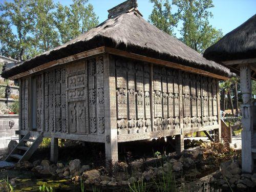 medinė konstrukcija,krūvos būstas,mediena,medžio drožinėjimas,meno kūrinys,kajutė,skulptūra